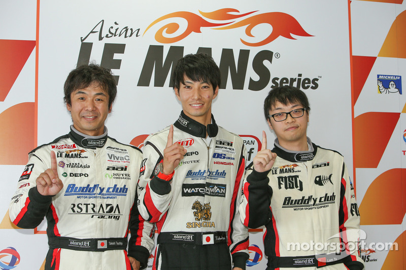 GT Sınıfı Pole sahipleri Lam Yu, Takeshi Tsuchiya, Takamitsu Matsui