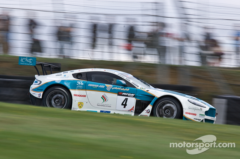 #4 Oman Racing Team 阿斯顿马丁 Vantage GT3: Ahmad Al Harthy, Michael Caine lead from the start