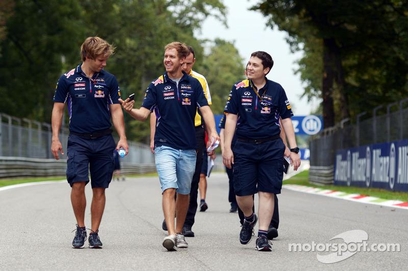 Sebastian Vettel, Red Bull Racing camina or el circuito