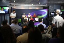 国际汽联新闻发布会: 凯文·马格努森, 迈凯伦F1车队; 瓦塔里·博塔斯,威廉姆斯; 马克思·齐尔顿, 玛鲁西亚F1车队; 尼克·罗斯伯格, 梅赛德斯AMG F1车队; 费尔南多·阿隆索, 法拉利; 刘易斯·汉密尔顿, 梅赛德斯AMG F1车队