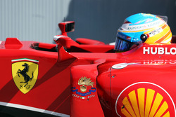 驾驶法拉利F14-T的费尔南多·阿隆索在待检区