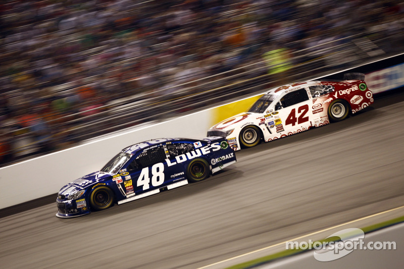 Jimmie Johnson e Kyle Larson