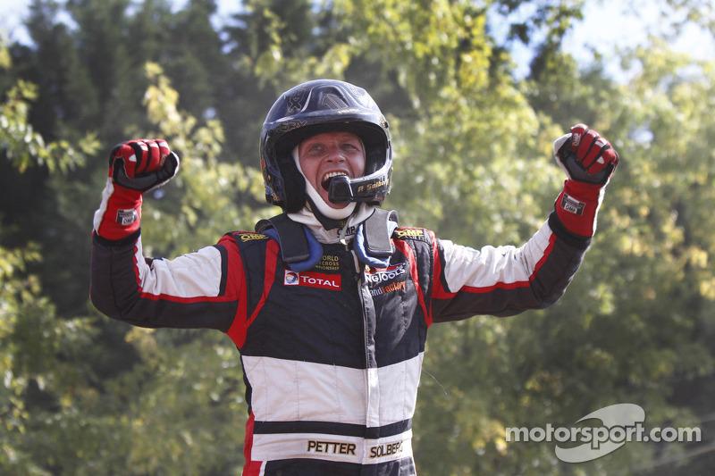 Vincitore Petter Solberg festeggia