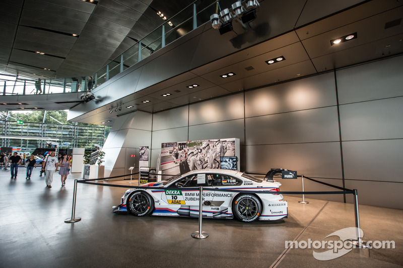 La vettura DTM di Martin Tomczyk, BMW Team Schnitzer BMW M4 DTM in mostra