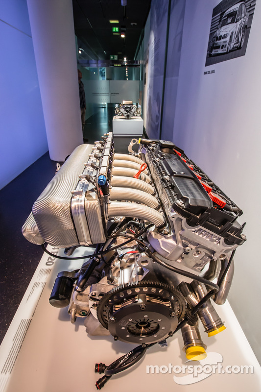 motor do 2003 BMW P54 B20