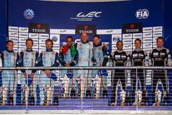 LM GTE Am 组领奖台:保罗·达拉·拉纳,佩德罗·拉米,克里斯托弗·尼加德,第二名克里斯蒂安·鲍尔森,大卫·海因纳迈尔·汉森,里奇·斯坦纳威,第三名克里斯蒂安·里德,克劳斯·巴切勒,哈立德·阿尔·库拜西