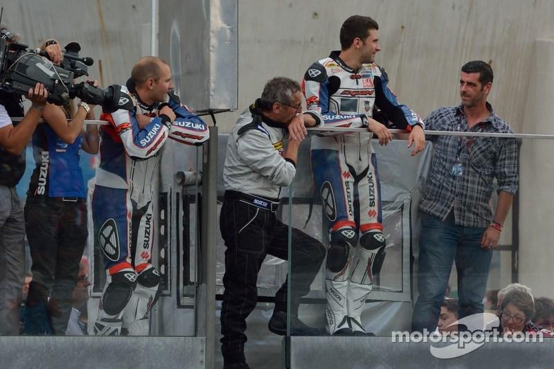 Il # 1 della squadra Suzuki aspetta la fine