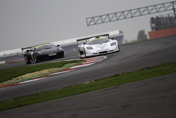 #2 Neil Garner Motorsport 莫斯勒 MT900 GT3: 哈维尔·莫尔西略, 曼努埃尔·辛特拉诺, #65 Track Focused 法拉利 430 Challenge: 彼得·贝德马