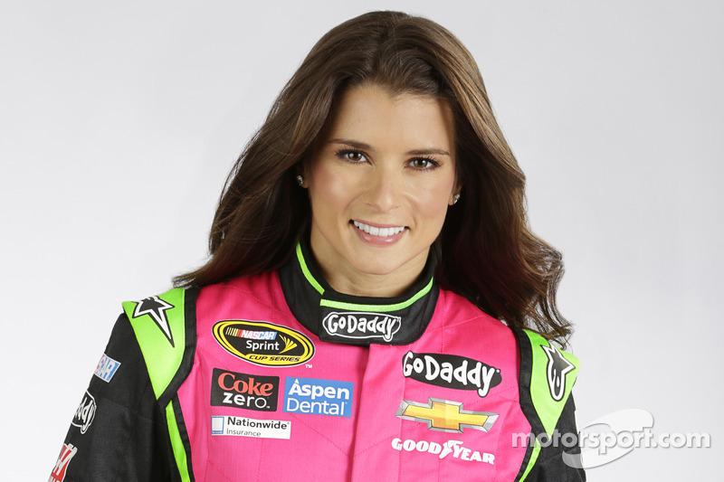 Danica Patrick özel tulumu Breast Cancer Awareness