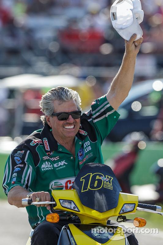约翰·福斯庆祝女儿考特尼在Top Fuel Funny Car的首胜