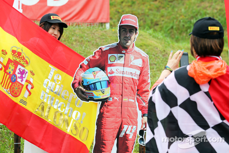 Fans and atmosphere - a Fernando Alonso, Ferrari cut out