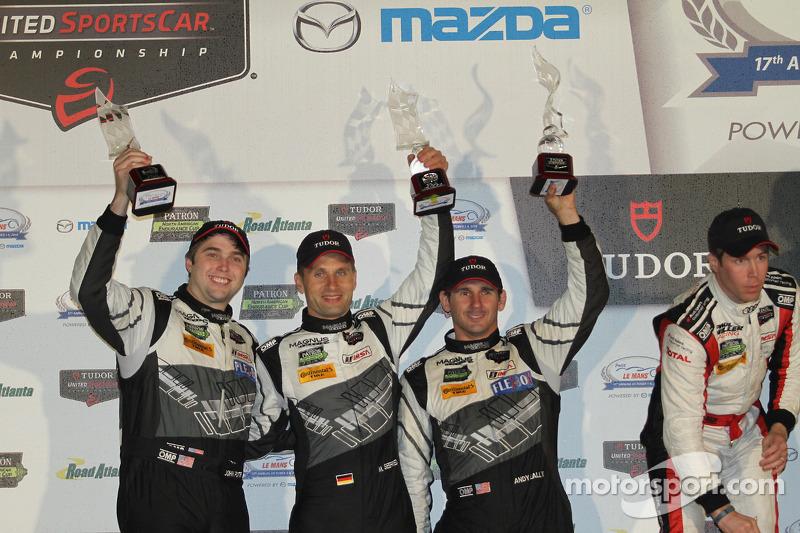 Podio GTD: terzo posto John Potter, Andy Lally, Marco Seefried