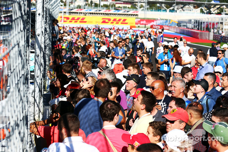 Fans on the start / finish straight