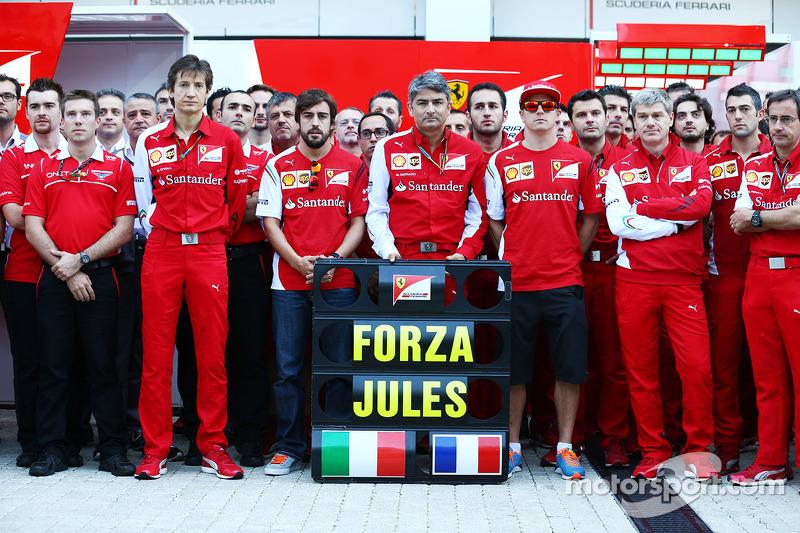 Massimo Rivola, Fernando Alonso, Marco Mattiacci, Kimi Raikkonen y miembros de Ferrari y Marussia muestran su apoyo a Jules Bianchi