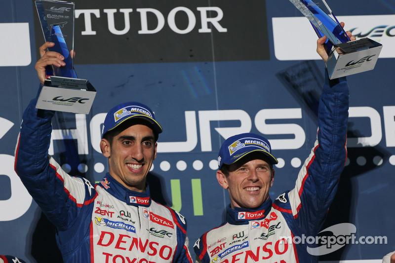 Ganadores de carreras Anthony Davidson, Sebastien Buemi celebrar