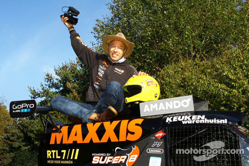 Tom Coronel con il buggy Maxxis Dakar team