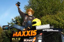 Tom Coronel con el buggy del equipo Maxxis Dakar