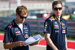 Sebastian Vettel, Red Bull Racing; Michael Manning, Red Bull Racing, Ingenieur