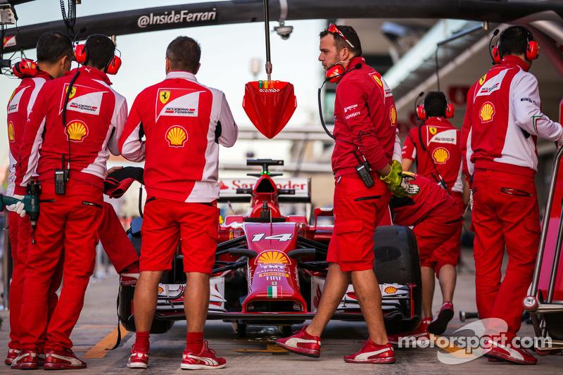 Ferrari practica una parada de pits