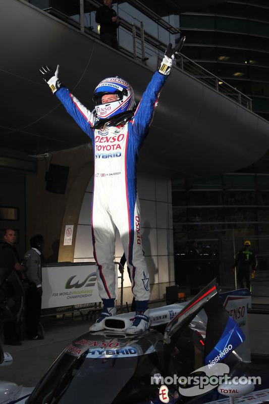 Vencedor corrida Anthony Davidson celebrates