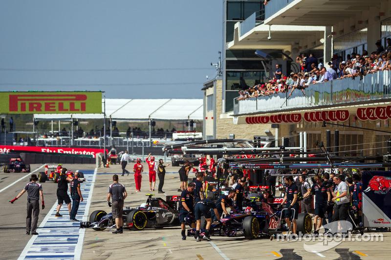 Daniil Kvyat, Scuderia Toro Rosso STR9 pitte