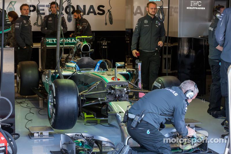 La Mercedes AMG F1 W05 di Nico Rosberg, Mercedes AMG F1 ai box