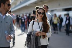 (Soldan Sağa): Jenson Button, McLaren ve kız arkadaşı Jessica Michibata