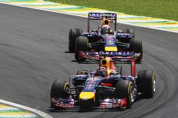 Sebastian Vettel, Red Bull Racing RB10, davanti a Daniel Ricciardo, Red Bull Racing RB10