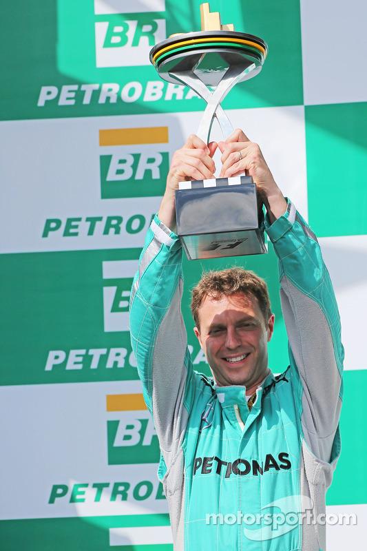 Matt Deane, Mercedes AMG F1 Race Engeneer celebra en el podium