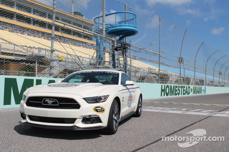 La pace car Ford Mustang