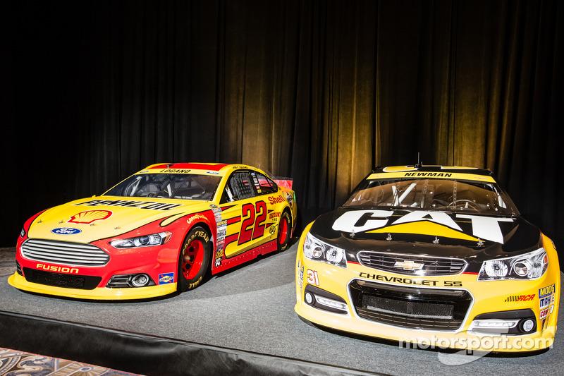 Şampiyona yarışmacıları Basın konferansı: Joey Logano'nun aracı, Penske Ford Takımı ve Ryan Newman, Richard Childress Racing Chevrolet