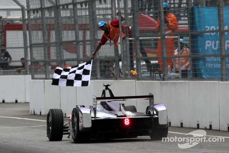 Sam Bird, Virgin Racing logra la victoria