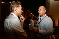 (Da sinistra a destra): Mika Hakkinen, con Ron Dennis, Presidente Esecutivo McLaren