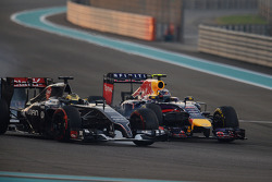 Adrian Sutil, Sauber C33 and Daniel Ricciardo, Red Bull Racing RB10 battle for position