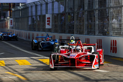 Jérôme d'Ambrosio, Dragon Racing,leads Lucas di Grassi, Audi Sport ABT Schaeffler