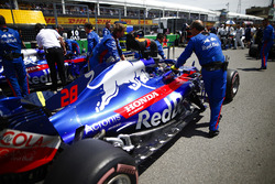 Brendon Hartley, Toro Rosso STR13, arriveert op de grid