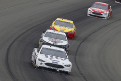 Brad Keselowski, Team Penske, Ford Fusion Miller Lite and Kevin Harvick, Stewart-Haas Racing, Ford Fusion Jimmy John's