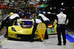#63 Corvette Racing Chevrolet Corvette C7.R: Jan Magnussen, Antonio Garcia, Mike Rockenfeller, au stand