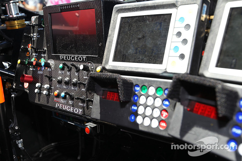 Peugeot 2008 DKR cockpit detail