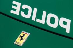 Le macchine della polizia di Dubai in mostra: una Ferrari FF