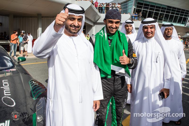 1. Abdulaziz Al Faisal feiert mit Freund