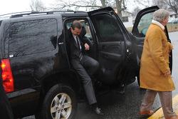Kurt Busch ve Rusty Hardin, Patricia Driscoll tarafından açılan saldırı hakkında adliyeye gelirken