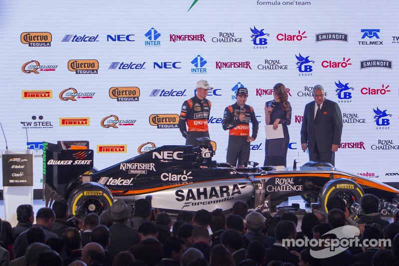 Sergio Perez und Nico Hülkenberg, Sahara Force India F1, mit Dr. Vijay Mallya, Sahara Force India F1, Teambesitzer
