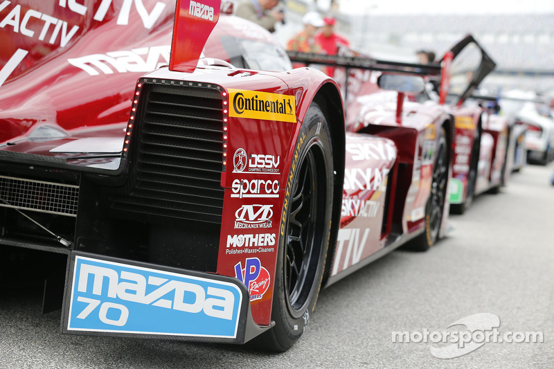 #70 SpeedSource Mazda Mazda: Sylvain Tremblay, Jonathan Bomarito, Tristan Nunez, Джеймс Хінчкліфф