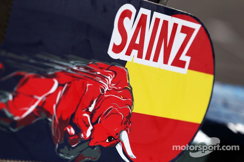Pit board for Carlos Sainz Jr., Scuderia Toro Rosso STR11
