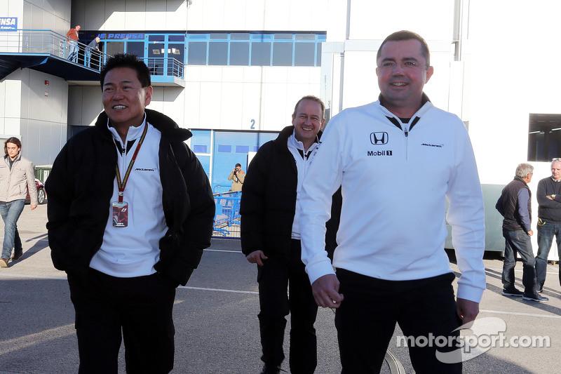 (Von links nach rechts): Yasuhisa Arai, Honda Motorsport-Direktor, mit Eric Boullier, McLaren-Rennleiter