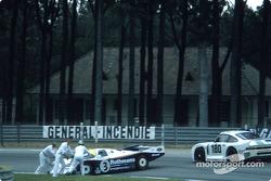 #3 Rothmans Porsche Porsche 962C: Vern Schuppan, Drake Olson in trouble