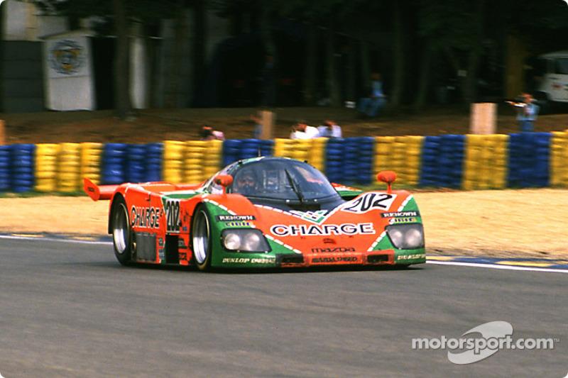El #202 Mazda 767B del Mazdaspeed: Takashi Yorino, Hervé Regout y Elliot Forbes-Robinson.