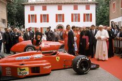 John Paul II Pope visit Ferrari 1988: Gerhard Berger ve Michele Alboreto