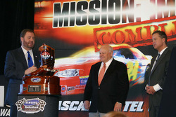 Eddie Gossage, Bruton Smith and Brian France admire the trophy for the Samsung Radio Shack 500